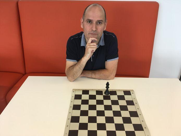 Vleutenaar Jesús Medina wil schaaktafels in Máximapark.
