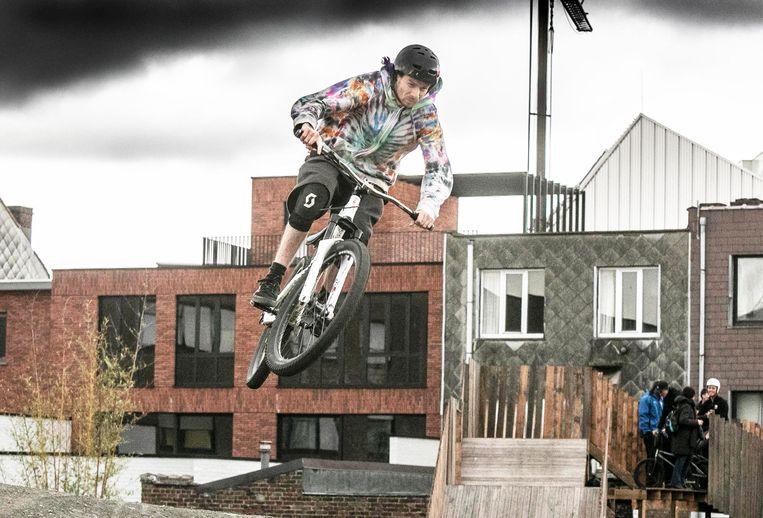 Belgische kampioenen testen nieuw dirttrack BMX-parcours uit.