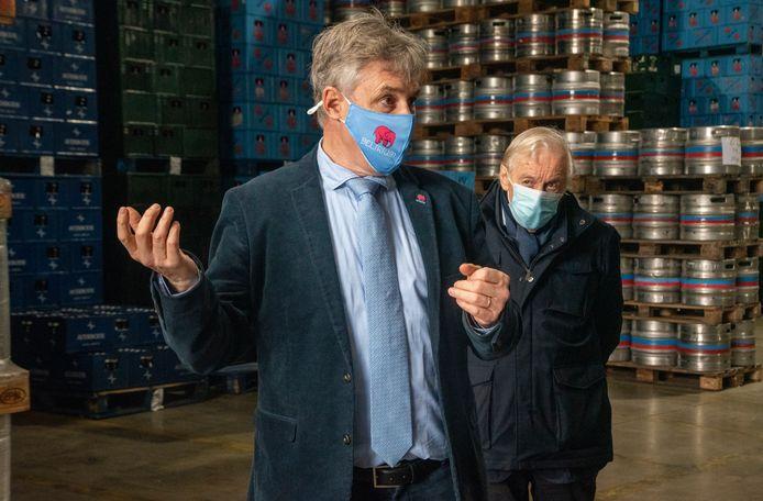 Alain De Laet en zijn vader Jean in de Brouwerij Huyghe.