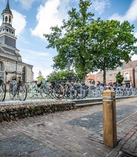 Onbegrip over blokkade parkeerplaatsen Ootmarsum; 'Laat eigen inwoners niet in de kou staan!'