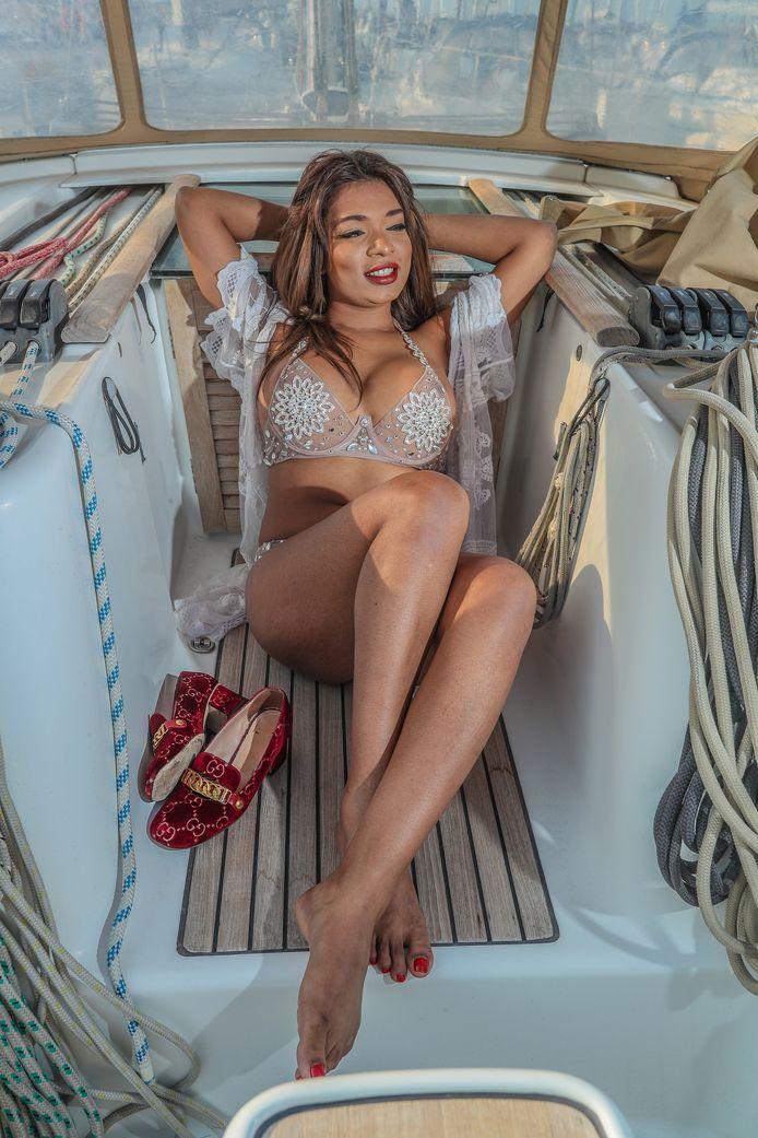 """Callgirl Noa: """"Ik kan niet uitleggen hoe hard ik de plezierreisjes met klanten mis. Maar voorlopig houd ik de boot nog even af."""""""
