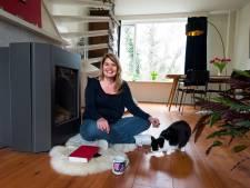 Elsbeth (47) verkoopt haar geliefde maisonnette in de wijk Tolsteeg: 'Het is gewoon een erg vriendelijk huis'