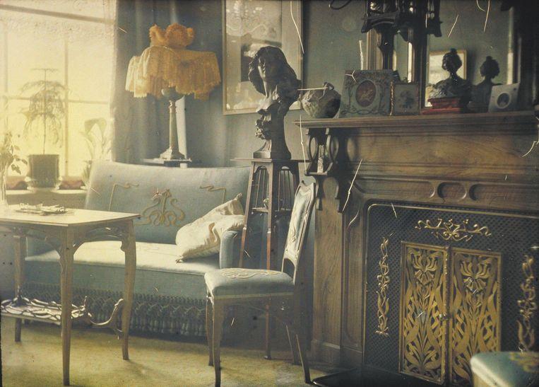 Autochrome-opname van de zitkamer van Jan Zeegers' woning op de Brouwersgracht (1908). Beeld Nationaal Archief / Jan Zeegers