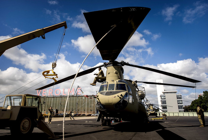 Een Chinook helikopter van het Amerikaanse leger bij een eerdere verplaatsing.