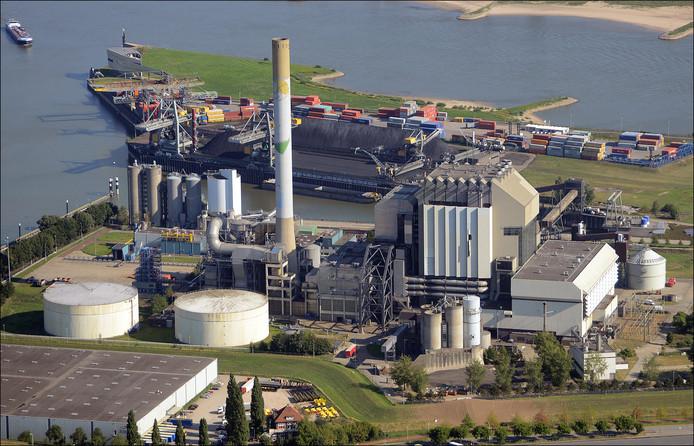 Niet alleen de gesloten kolencentrale gaat verdwijnen, ook de schoorsteen zal uiteindelijk gesloopt worden.