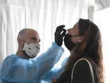 Les contaminations quotidiennes en hausse de près de 30%, les hospitalisations et les décès augmentent aussi