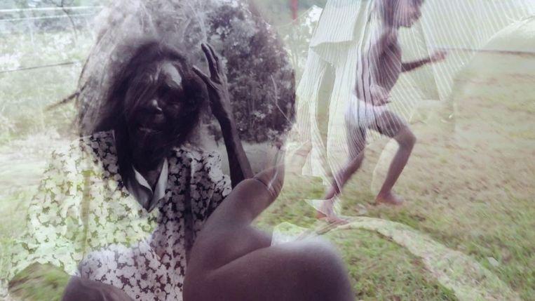 De vooral met iPhones geschoten films van het Karrabing Film Collective worden gekenmerkt door 'improviserend realisme'.  Beeld Karrabing Film Collective