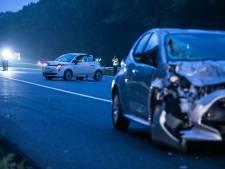 Inzittenden stappen midden op snelweg uit auto en worden geschept: dode en zwaargewonde