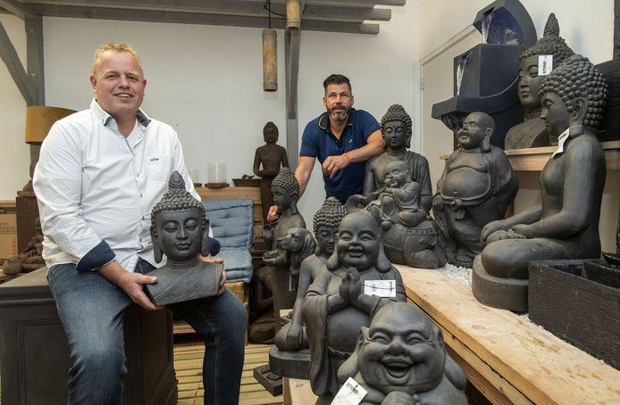 Marc Imhof (links) en René Stevens verkopen ook de meest uitgesproken tuindecoraties.