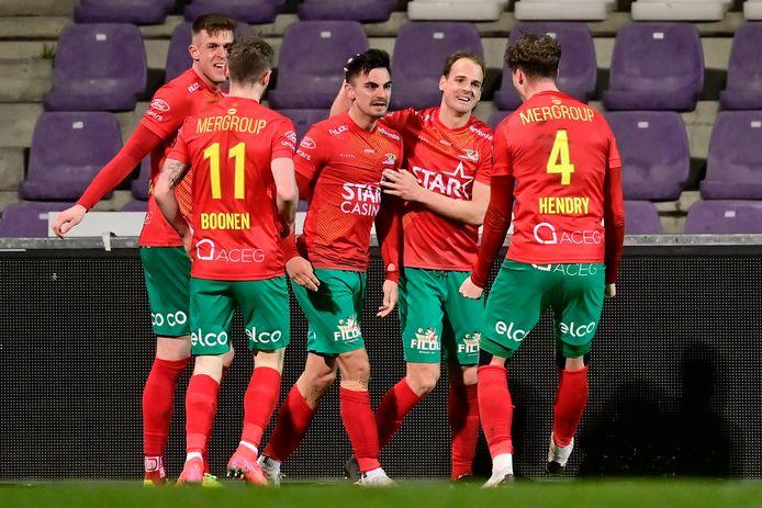 Oostende viert de winnende goal van Bataille.