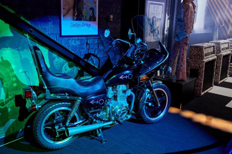 Een motor van Prince in de Graffiti Bridge zaal. Beeld getty