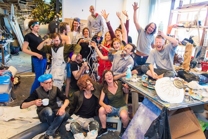 De makers van doolhof Doloris, met centraal (met lepel in de mond) Tim Henrik Schneider.