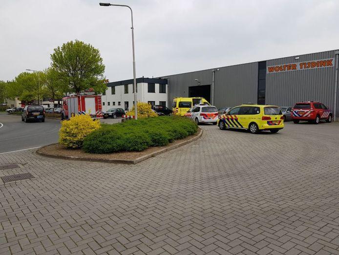 Borculo - de hulpdiensten zijn donderdag middag 2 mei 2019 om 12:04 uur gealarmeerd voor een ongeval met letsel bij een bedrijf aan de Hesselinks Es. Ook een traumaheli is inmiddels ter plaatse. Het is nog niet bekend wat er aan de hand is.