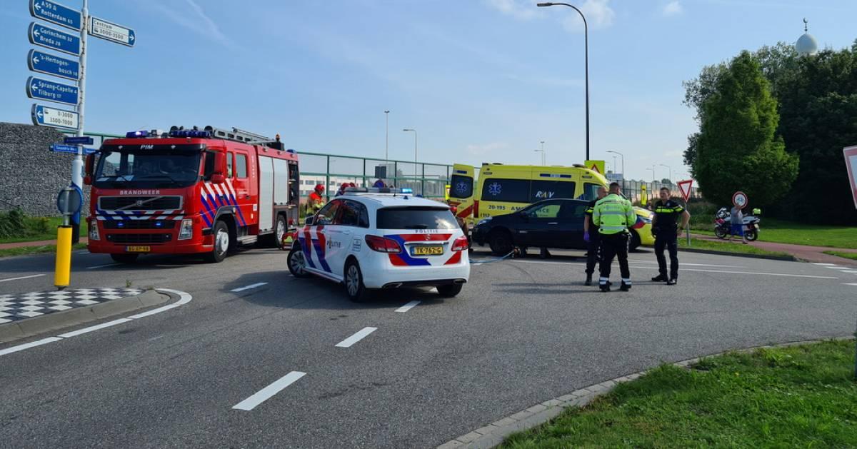 Motorrijder zwaargewond na aanrijding in Waalwijk.