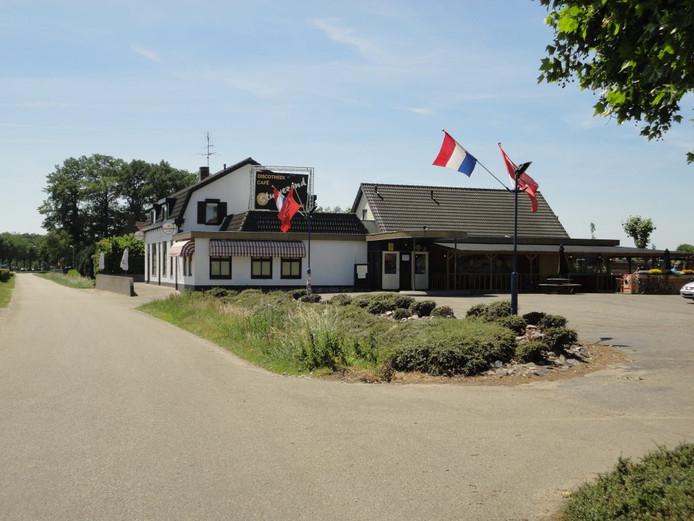 Er is belangstelling om in café Stuivezand in Zundert een pannenkoekenrestaurant te vestigen