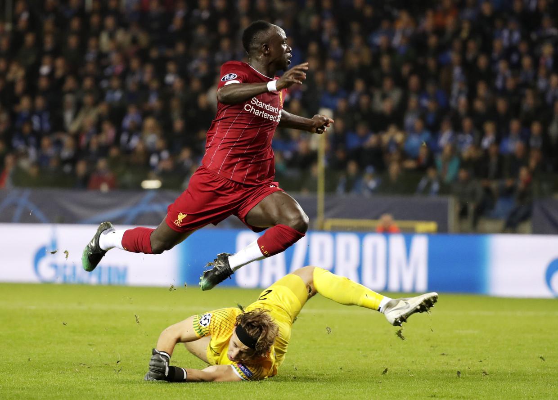 Sadio Mané is doelman Gaetan Coucke te snel af. De 0-3 is een feit. Beeld EPA