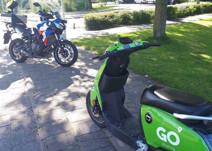 De opzittende van de scooter bleek zelf geen rijbewijs te hebben.