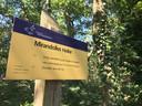 Bordje dat aangeeft dat gebied van Natuurmonumenten hier begint met de naam Mirandolles Heike, vernoemd naar juffrouw Mirandolle.