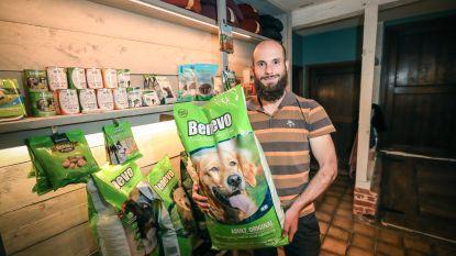 """Vlaanderen heeft zijn eerste vegetarische winkel voor hondenvoeding: """"Een hond kan gerust leven op plantaardig voedsel"""""""