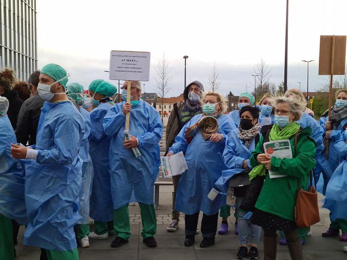 Arrêt de travail du personnel du service bloc opératoire et de réveil au CHC MontLégia. Les infirmiers sont débordés et ils n'en peuvent plus.