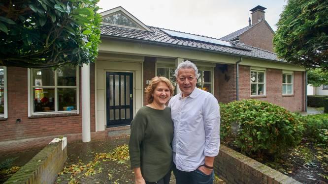 Frank en Hadassa bouwden politiebureau om tot mooie woning: waar eerst wapens lagen, ligt nu kleinzoon Quinn