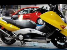 Knalgele motorscooter gestolen in Woubrugge