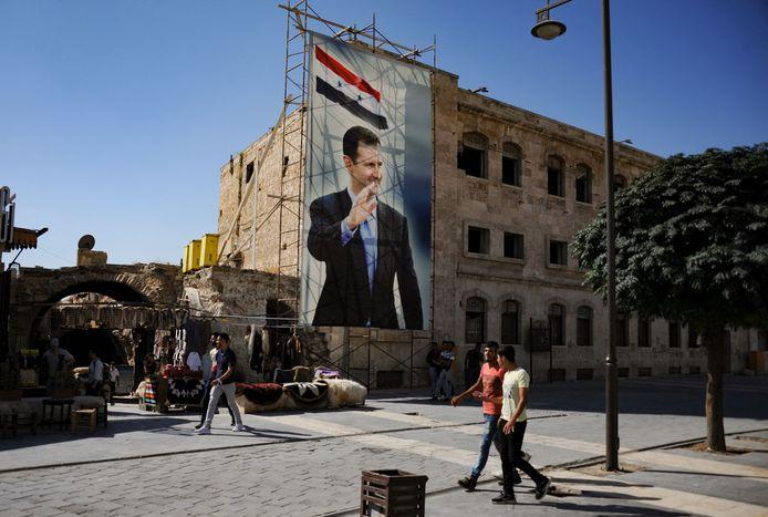 De oorlog in Syrië zorgde voor een stroom vluchtelingen. Onder hen bevinden zich mogelijk ook oorlogsmisdadigers.