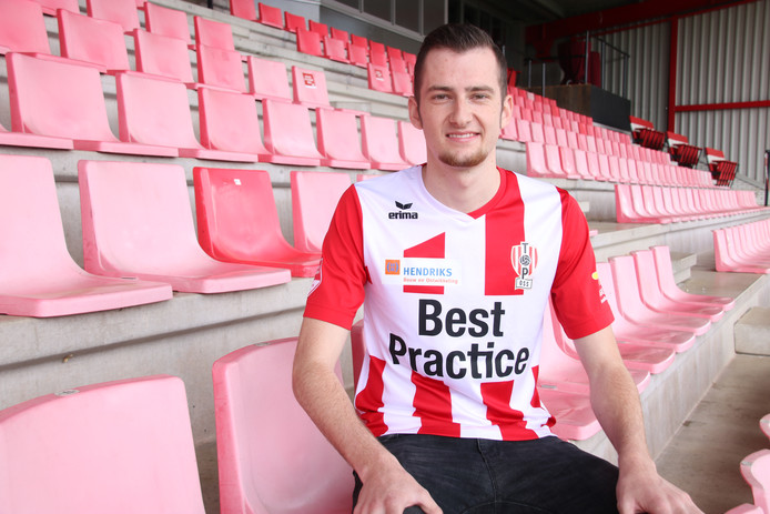 Gianni Tiebosch in het shirt van TOP Oss