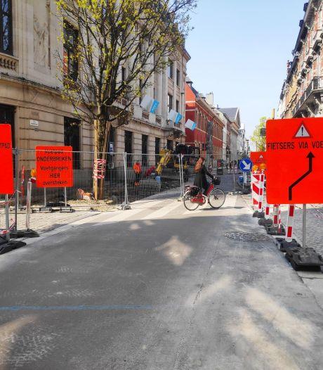 Drukke winkelstraat nog tot eind deze maand afgesloten voor wagens: parkeerstrook verdwijnt