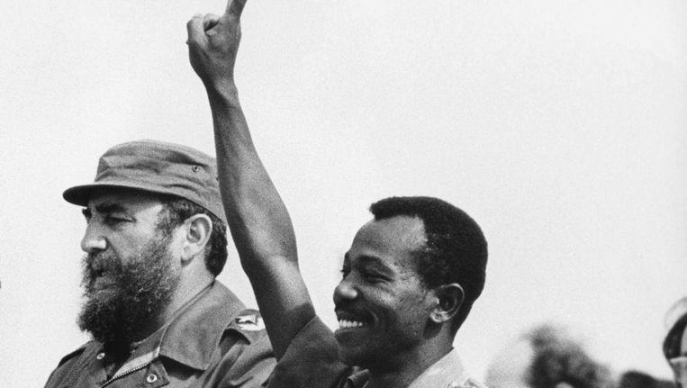 A. had een sleutelrol in het regime van de Ethiopische dictator Mengistu Haile Mariam, hier in 1975 naast de toenmalig leider van Cuba Fidel Castro Beeld afp