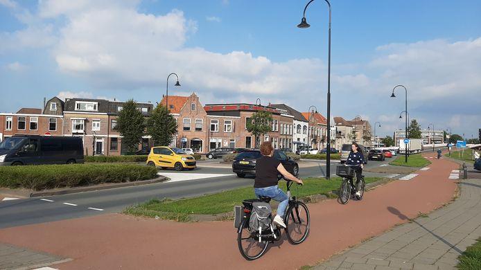 Op de Stationsweg wordt te hard gereden en de kruisingen zijn onoverzichtelijk. Links de kruising Gasthuisstraat Plantsoen en Brandestraat die als black spot is aangemerkt.