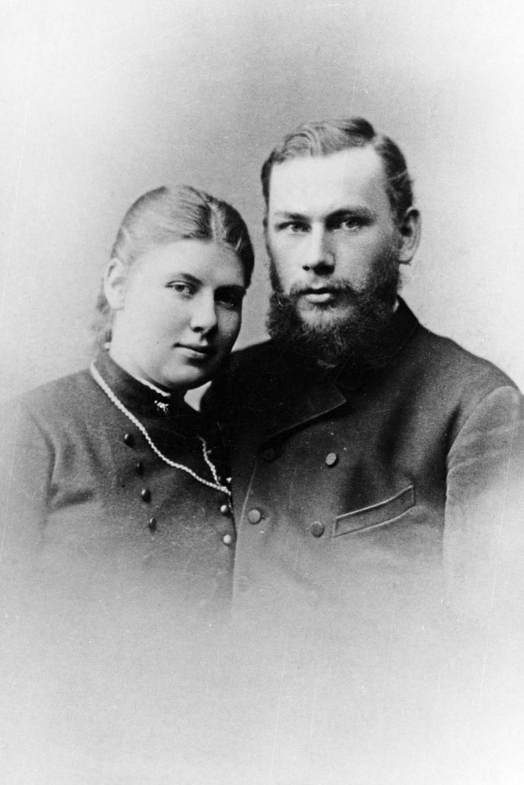 Portret van Leo Tolstoj en zijn vrouw Sofia Tolstoj-Behrs, in 1888.  Beeld Getty