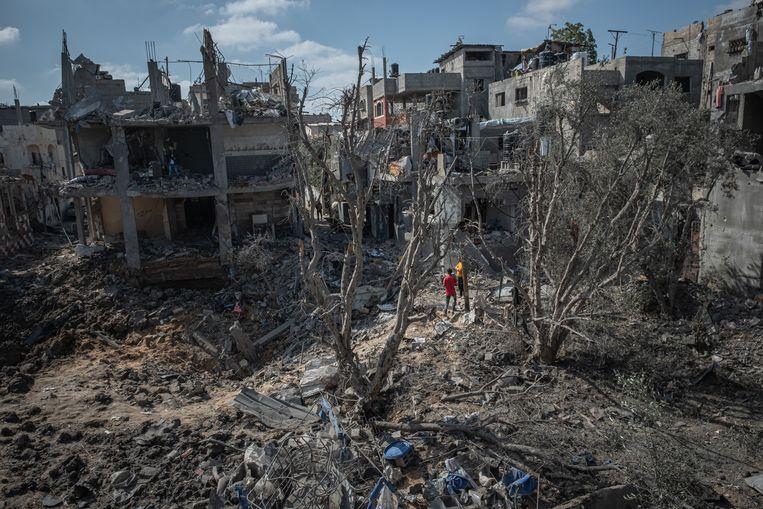 Op sommige plekken in Gaza, zoals hier in Beit Hanoun, is de verwoesting na de Israëlische bommen totaal. Beeld Getty Images