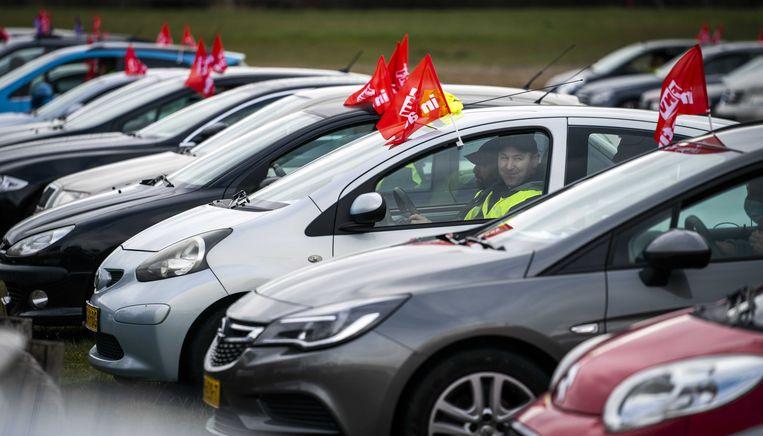 Vrachtwagenchauffeurs en pakketbezorgers tijdens de landelijke actiedag van vakbonden FNV en CNV. Werknemers en werkgevers in de branche kunnen het niet eens worden over een nieuwe cao. Beeld ANP