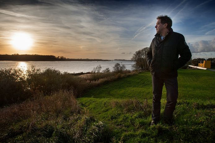 Rob Nijssen van de stichting Wind van Voren dreigt de initiatiefnemers van de windturbines met miljoenenclaims.