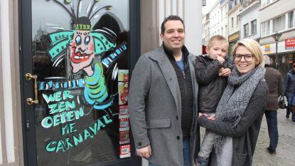 Carnavalsprins tapt drie dagen pintjes in café De Beiaard