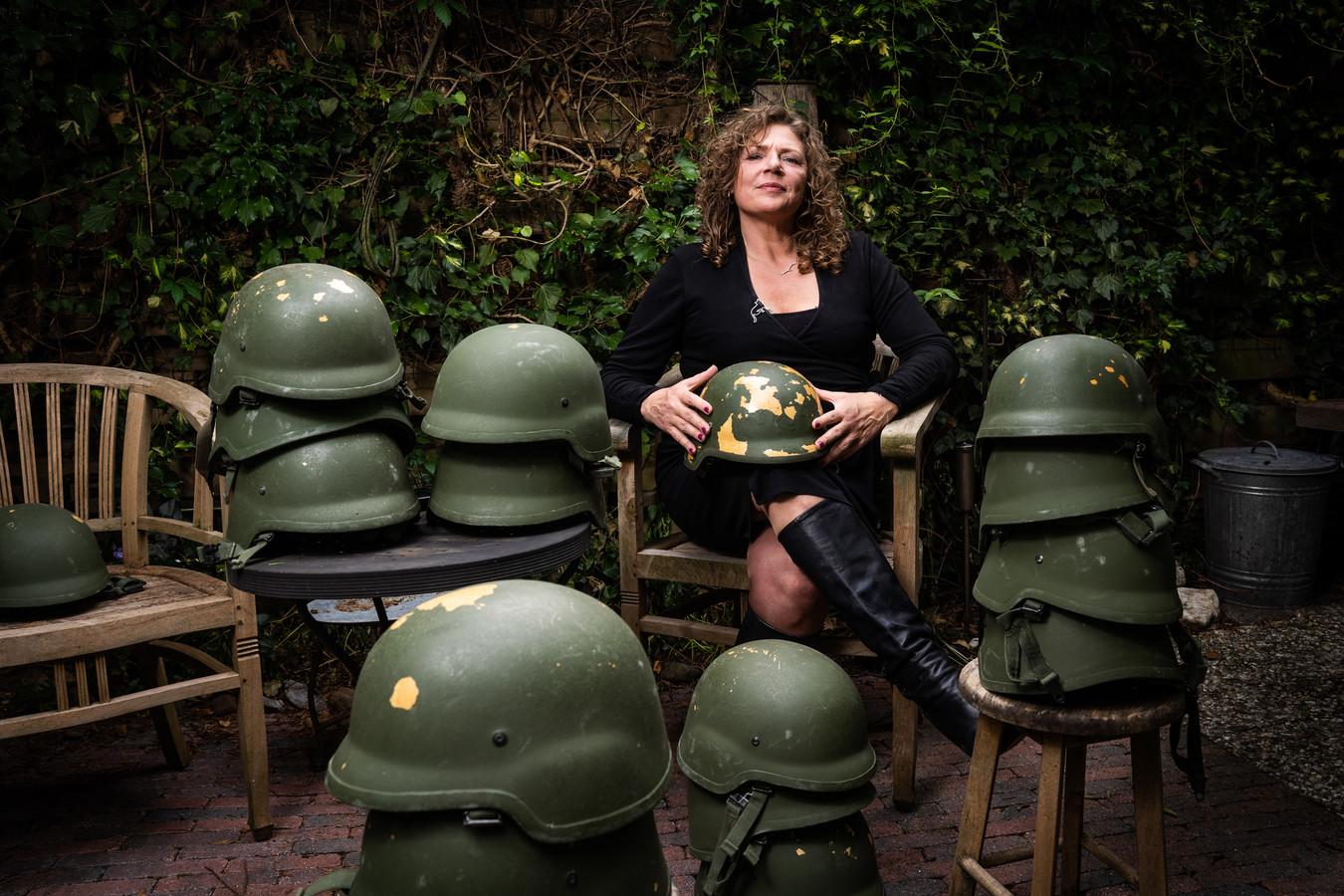 Amy van Son is de drijvende kracht achter het kunstproject Helmen vol Verhalen.