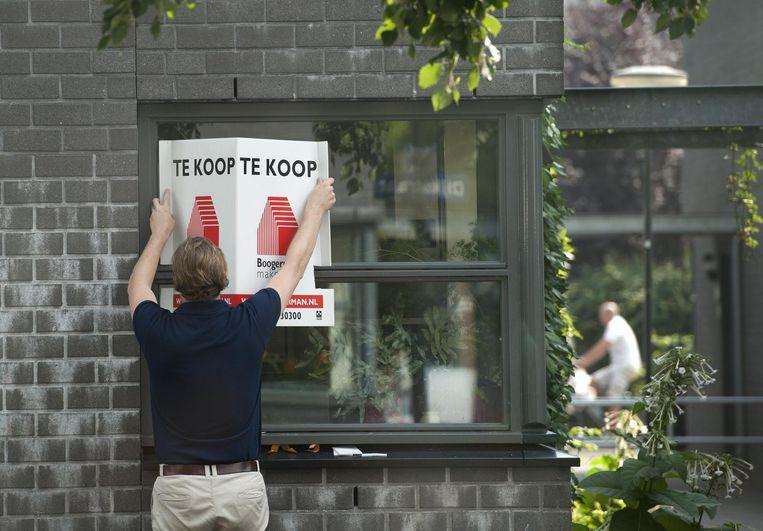 In de huidige overspannen woningmarkt worden huizenkopers welhaast gedwongen om een aankoopmakelaar in de arm te nemen. Beeld ANP