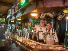 Einde van een tijdperk in buurtschap: Tien en Trees draaien na 45 jaar de tap dicht van café 't Oventje