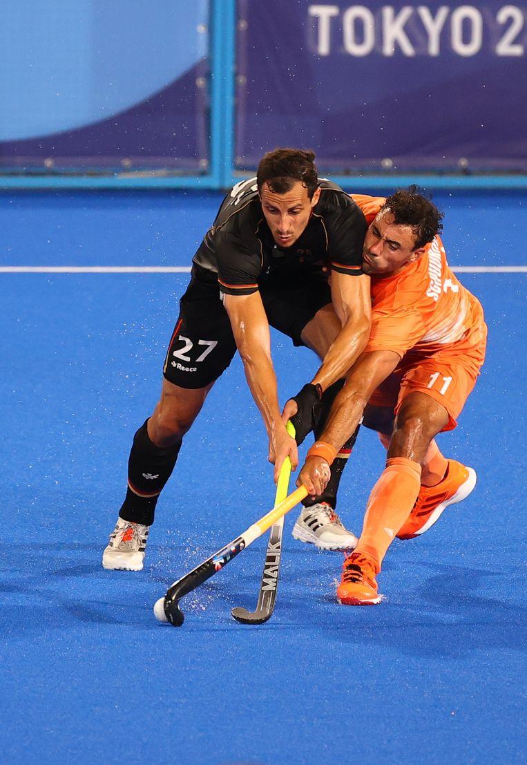 Glenn Schuurman (rechts) in duel met de Duitser Timur Oruz. Beeld Reuters