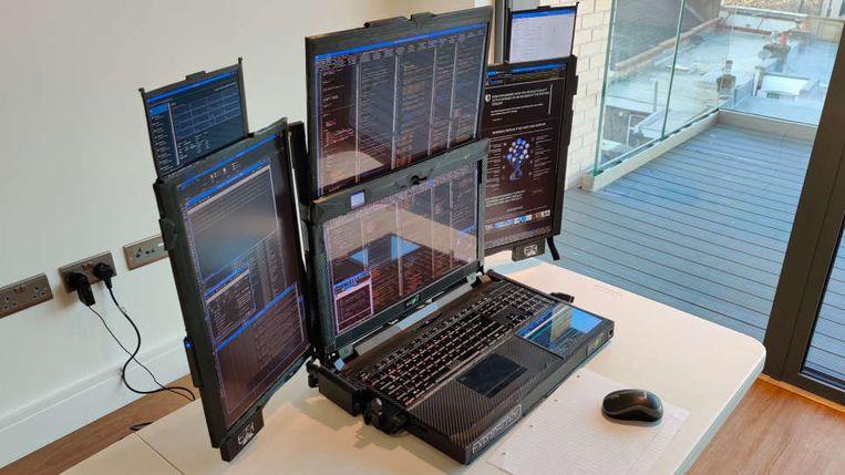 De Aurora 7, een laptop met zeven uitklapbare schermen. Beeld Expanscape