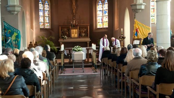 Glasraam Sint-Martinus verwijderd voor restauratie
