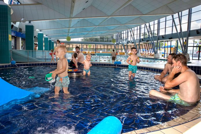 Zwemmers in het Ottenbad