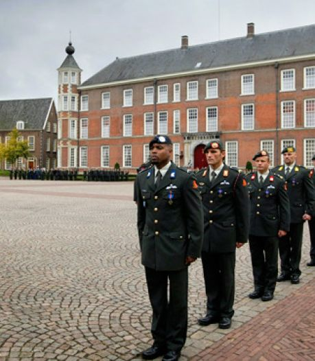 Militairen krijgen dapperheidsonderscheiding