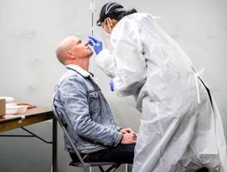 OVERZICHT. Aantal ziekenhuisopnames licht gedaald, besmettingen licht gestegen