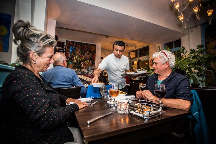 An van Marijk en Peter Ennen betuigen hun steun aan het personeel van De Blauwe Hoek.