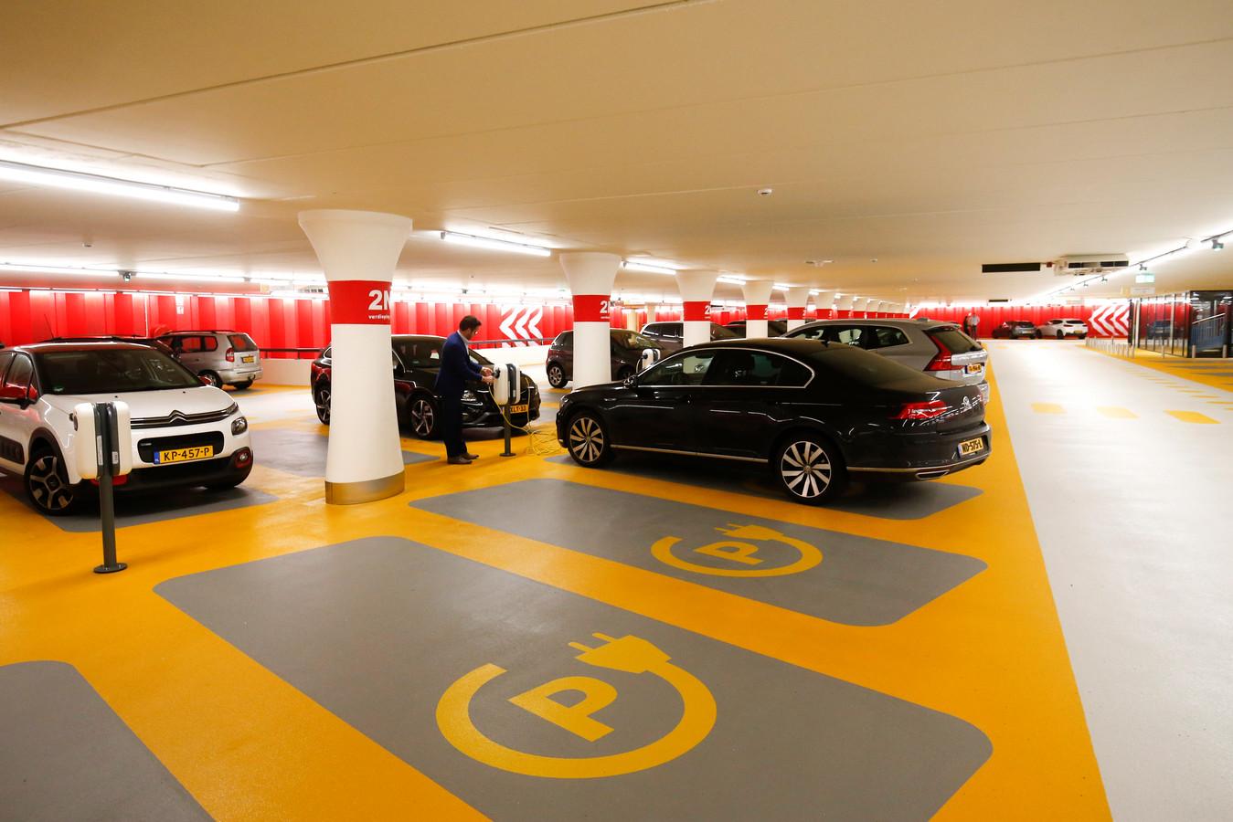 Elektrische auto's in parkeergarages vormen een gevaar