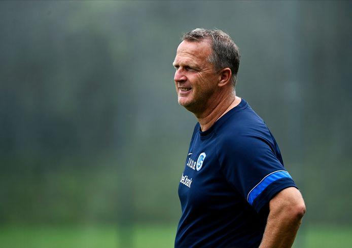 Genk-coach John van den Brom tijdens een eerdere oefenpot.