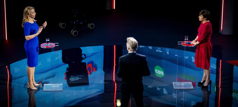 Lilian Marijnissen (SP) en Lilianne Ploumen (PvdA) tijdens een verkiezingsdebat van de NOS.