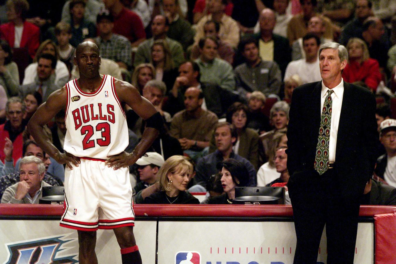 Jerry Sloan (r) en Michael Jordan in de NBA-finale van 1998.